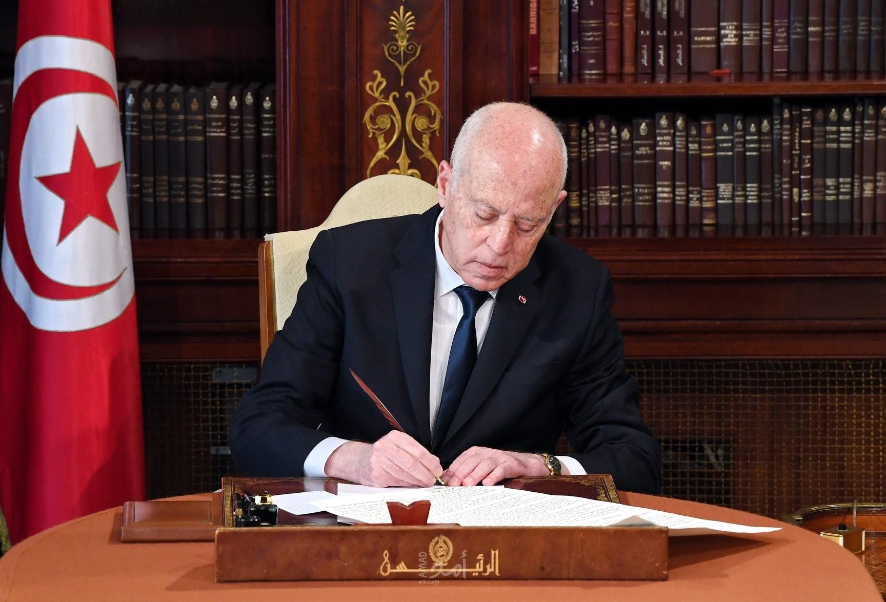 الرئيس التونسي يقيل عدد من المسؤولين الكبار