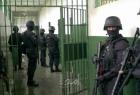 """وحدات القمع تقتحم أقسام في سجن """"عوفر"""" وغضب شديد يسود الأسرى"""