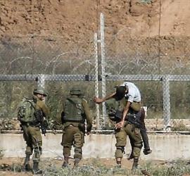 إعلام عبري: اعتقال فلسطينيين تسللا عبر السياج من غزة