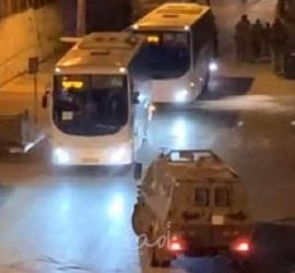 نابلس: إصابات باندلاع مواجهات ومستوطنون يقتحمون قبر يوسف