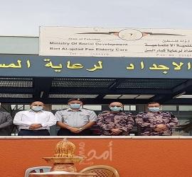 الدفاع المدني يسلم كسوة العيد لنزلاء بيت الأجداد وجمعيتان يسلمان هدايا العيد لأطفال