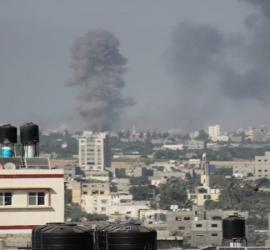 طائرات الاحتلال تقصف مبنى وزارة المالية وسط مدينة غزة