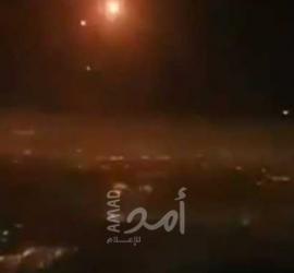 لحظات مثيرة للذعر.. فيديو من طائرة ركاب إسرائيلية لصواريخ حماس وتدخل القبة الحديدية
