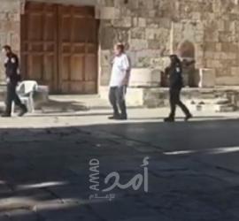 """المتطرف """"غليك"""" برفقة مستوطنين يقتحمون """"الأقصى"""" بحراسة مشددة- فيديو"""