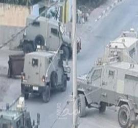 قوات الاحتلال تختطف شابين خلال اقتحامها لمخيم جنين في الضفة الغربية - صور وفيديو
