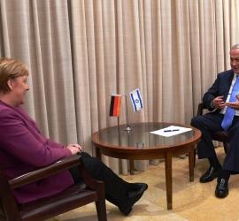 """ميركل تؤكد """"التضامن"""" مع إسرائيل في اتصال مع نتنياهو"""