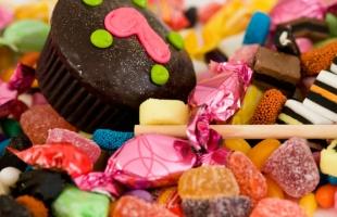 خمس عادات غذائية تضعف جهاز المناعة