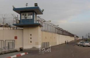 """نادي الأسير: قوات القمع تقتحم قسم الأشبال في سجن """"عوفر"""""""