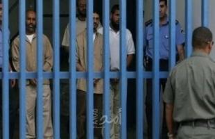 """احتجاج أسرى """"عوفر"""" على رفض سلطات الاحتلال أخذ عينات للأسرى المخالطين للمحرر المصاب بكورونا"""