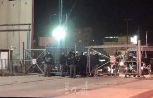 إغلاق حاجز قلنديا بالقدس بعد مواجهات وإلقاء زجاجات حارقة على برج لقوات الاحتلال
