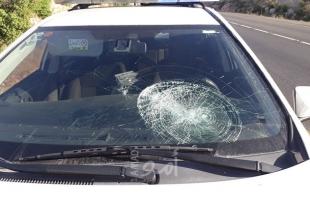 """إصابة الطفل """"محمود بنات"""" جراء اعتداء مستوطنين على المركبات رشقاً بالحجارة شمال الخليل"""