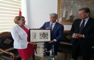 د. مجدلاني ووزيرة الأسرة والطفولة وكبار السّن ويبحثان تطوير الكوادر بإطار معهد الطفولة بتونس