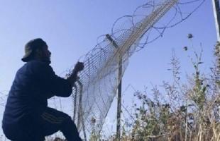 جيش الاحتلال يعتقل شابين فلسطينيين عبرا السياج مع قطاع غزة