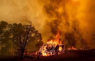 حريق ضخم بجنوب كاليفورنيا يجبر الآلاف على ترك منازلهم - فيديو