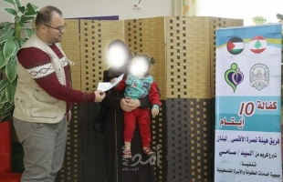 """خدمات الطفولة توزع الكفالات المالية للأطفال الأيتام """"الجرحى"""" بغزة"""