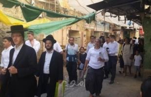 متطرفون ينظمون مسيرة على معبر واد الخليل ويغلقون طريق الظاهرية السبع