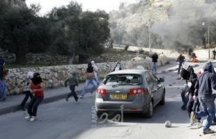 إعلام عبري: تضرر حافلة للمستوطنين رشقاً بالحجارة شمال الخليل