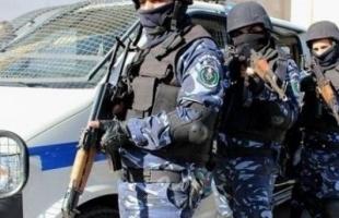 نابلس: الشرطة تلقي القبض على مشتبه به بعدة قضايا إطلاق نار في مخيم بلاطة