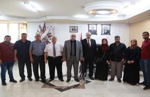 غزة: رئيس جامعة الأزهر يستقبل الطالبة المتفوقةشمس أبو عمرة