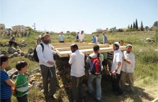 الخليل: مستوطنون يعتدون على رعاة الماشية ويرشقونهم بالحجارة
