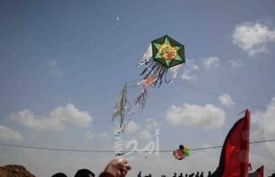 إعلام عبري: رصد طائرة ورقية محملة بكاميرات تصوير تسللت داخل السياج الفاصل