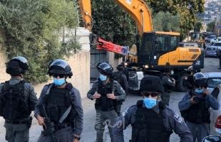 """القدس: قوات الاحتلال تقتحم """"وادي سلوان"""" برفقة جرافة عسكرية وتهدم منزل """"القاق""""- فيديو وصور"""