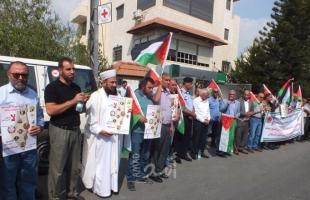 وقفة اسناد للأسرى المضربين عن الطعام أمام الصليب الأحمر برام الله