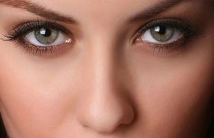 """3 علامات بالعين تشير إلى إصابتك بـ""""كورونا"""""""
