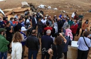 الأغوار: جيش الاحتلال يغلق جميع المنافذ المؤدية إلى خربة حمصة ويبدأ بتفكيك مساكن المواطنين - فيديو