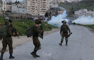 الخليل: إصابات بالاختناق خلال اقتحام قوات الاحتلال بلدة بيت أمر