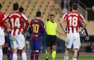 ميسي يتلقى بطاقة حمراء تاريخية ليلة سقوط برشلونة