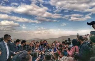 اشتية ومسؤولون ورؤساء بعثات الاتحاد الأوروبي يتفقدون الدمار الذي خلفه جيش الاحتلال في حمصة بالأغوار