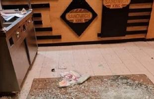 """نابلس: مجهولون يطلقون النار تجاه """"محل فلافل"""" قرب مخيم عسكر- صور"""