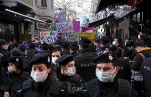 """تركيا.. الشرطة تحتجز 13 شخصا في احتجاجات يوم المرأة العالمي بتهمة """"إهانة أردوغان"""""""