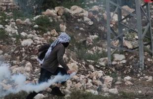 إصابة فتى بقنبلة غاز والعشرات بالاختناق خلال قمع جيش الاحتلال لمسيرة كفر قدوم - صور