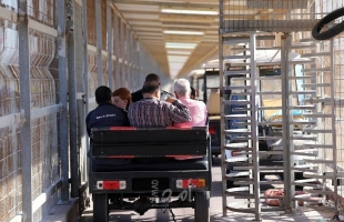"""يديعوت: إجراءات دولية لتطعيم (7000) تاجر من غزة بلقاح """"كورونا"""""""