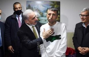 """اشتية: بتوجيهات من الرئيس عباس سيتلقى """"الشحاتيت"""" العلاج وكل من يحتاج للعلاج من الأسرى"""