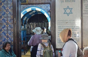 انطلاق زيارة معبد 'الغريبة' اليهودي في تونس وسط إجراءات خاصة
