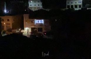 نابلس: جيش الاحتلال يقتحم عقربا ويصادر مركبة أسير فلسطيني - صور