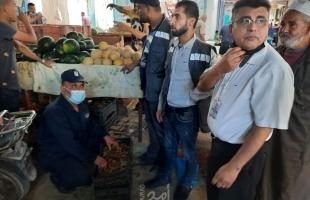 شرطة بلديات رفح تضبط 938 كيلو فواكه فاسدة