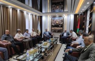 وفد من حماس يُثمن جهود بلدية النصيرات خلال العدوان على غزة
