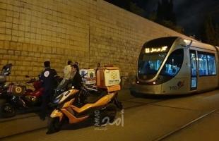 إصابة خطيرة لمقدسي صدمه القطار الخفيف قرب الشيخ جراح- صور
