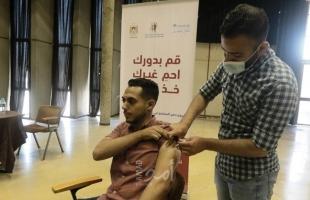 """بلدية غزة تفتتح مركزًا مؤقتًا للمعلومات وتلقي اللقاحات ضد """"كورونا"""""""