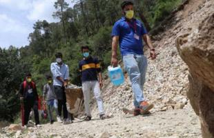 """الشرطة تحقق في حقن الآلاف بمياه مالحة بدلاً من لقاح """"كورونا"""" في الهند"""