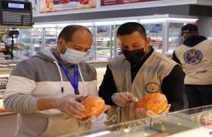 غزة: مباحث التموين توقف (4) منشآت تجارية وتخطر 7 أخرى