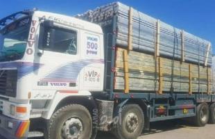 إسرائيل تسمح بإدخالشاحنات مُحملة بالزجاج والألمنيوم إلى غزة