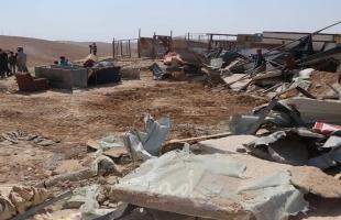 """مستوطنون يسرقون """"ثمار الزيتون"""" في سبسطية وجيش الاحتلال يهدم """"بركسا"""" غرب سلفيت"""