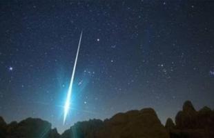 انفجار نيزك فوق تركيا يضيء السماء باللون الأخضر.. فيديو