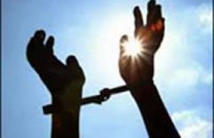 سلطات الاحتلال تفرج عن الأسير زعل عباهرة بعد 15 عاماً في الأسر