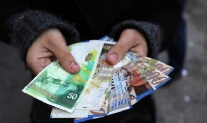 """صرف دفعة جديدة من مبادرة """"عيلة واحدة"""" للأسر الفقيرة في غزة"""